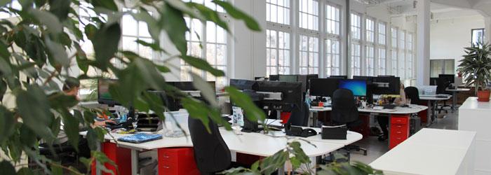 ¡3 plantas de puro deporte de montaña! Nuestras oficinas y almacenes están ubicados en la nave de una antigua fábrica textil